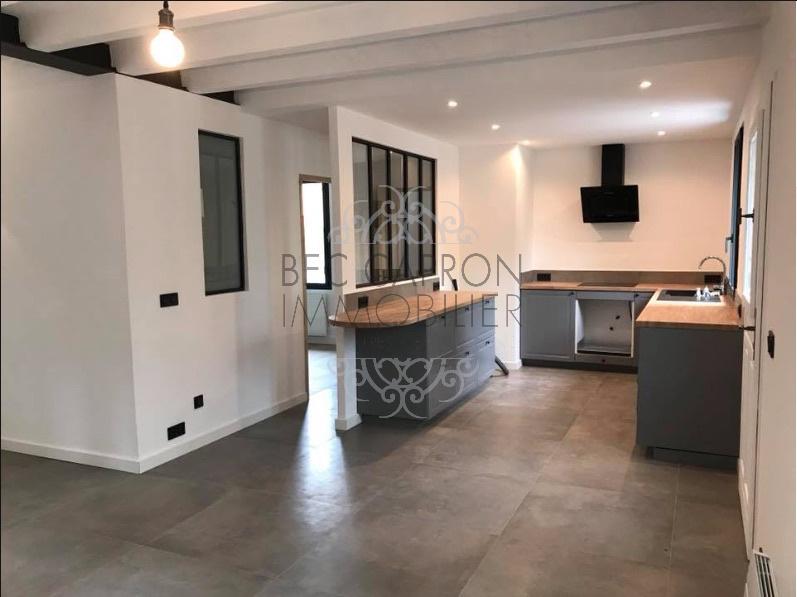 Salon cuisine et chambre derrière