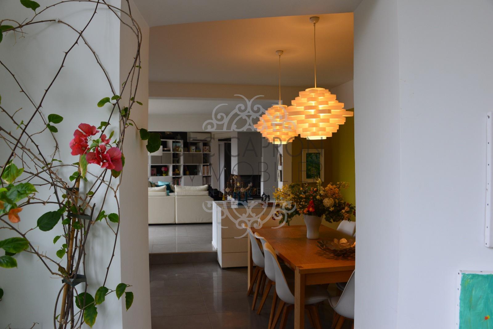 couloir accès salle à manger et cuisine