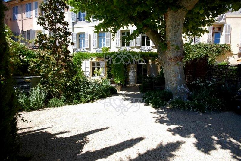 jardin avec platanes centenaires